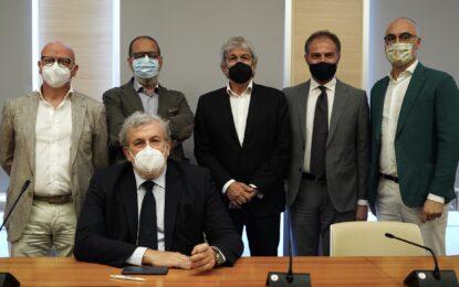Puglia, vaccinazioni anti Covid nelle aziende: firmato protocollo tra Regione, rappresentanti imprese e sindacati