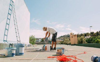 A Vieste murales sulle pareti delle scuole: il primo hub vaccinale in Italia che diventa un progetto artistico