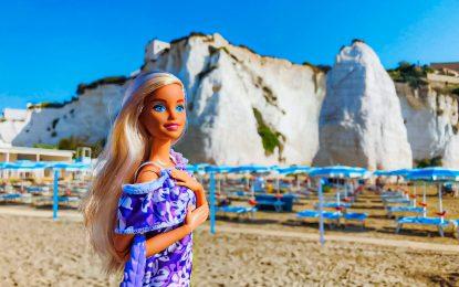 Barbie fa tappa sul Gargano: ecco la bambola alla scoperta di Vieste
