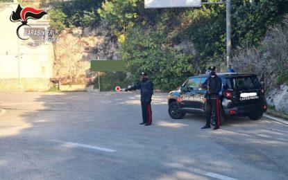 """""""Sono minacciato da un uomo armato"""": gestore turistico denunciato per procurato allarme a Peschici"""