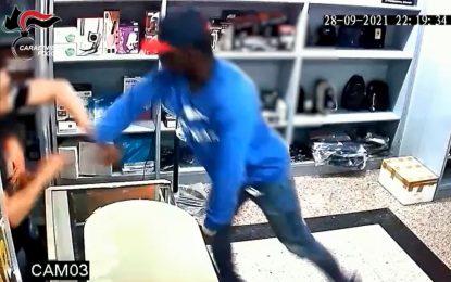 Foggia, tenta rapina ad un negozio di cinesi ma viene chiuso dentro